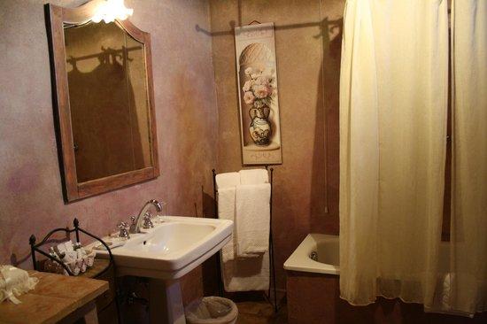 Villa Cicolina : El baño de la habitación