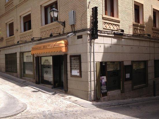 Alex: Restaurant en coin de rue