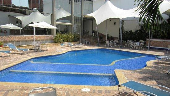 Atlantis Plaza Hotel: piscina