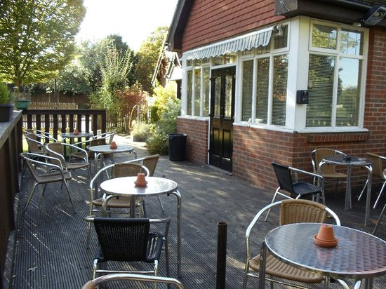 The Victoria Pub: Our lovely relaxing  decking area