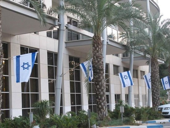 Kfar Maccabiah Hotel & Suites: Part of the front loby