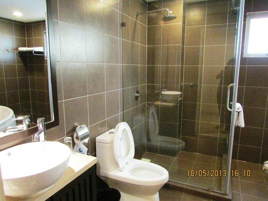 Gold Coast Morib International Resort: Rain Shower Room And Toilet