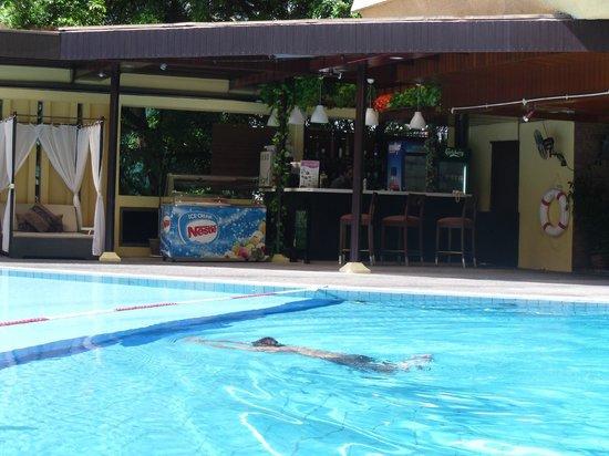 Corus Hotel Kuala Lumpur: Pool area
