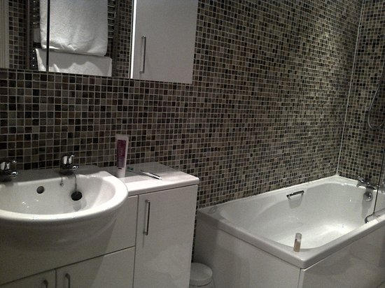 Exeter Court Hotel: Bathroom