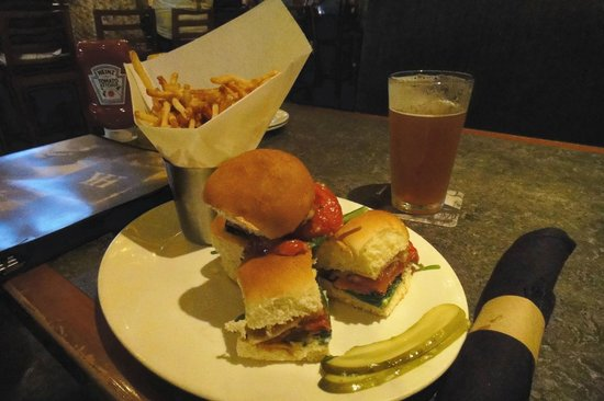 Yard House: Ahi tuna sliders