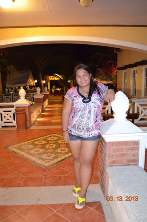 Puerto Del Sol Beach Resort: on the way to the resto!
