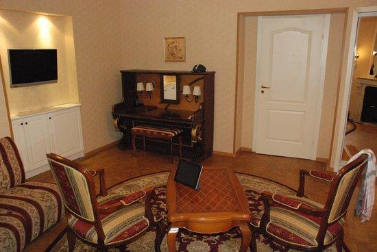 Comfort Hotel: suite nuptiale - salon