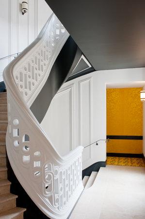 Buddha-Bar Hotel Paris : Escalier d'Honneur