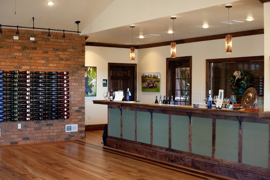 Mount Joy, Pennsylvanie : Beautiful Walnut trimmed bar in the tasting room