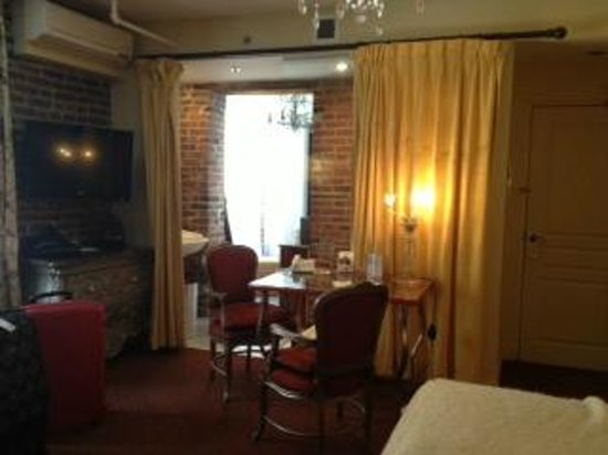 Auberge Place D'Armes : room