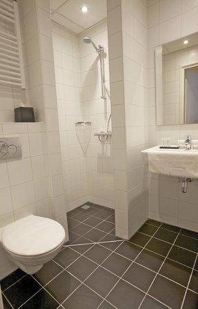 Hotel De Koepoort: Bathroom
