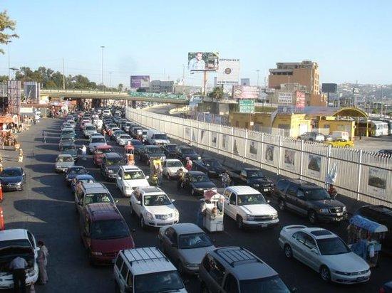 City Express Tijuana Rio: Fronteira de carro