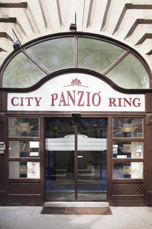 City Hotel Ring: Hotel entrance