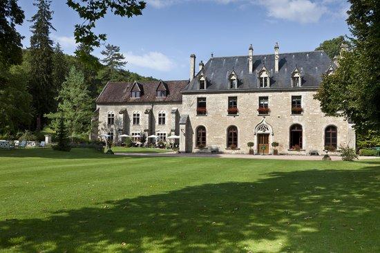 Abbaye de la Bussiere: Abbaye from the drive