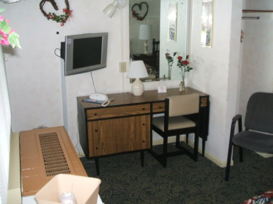 Simmons Motel and Suites: Room 5