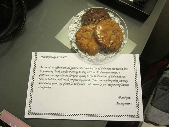 Holiday Inn Palmdale: welcome cookies in room