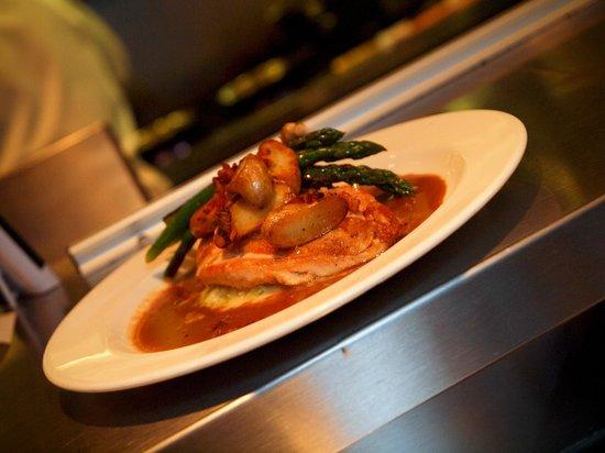 Rue Dumaine : Pan seared local chicken breast, confit fingerling potatoes, leek fondue, asparagus, pancetta