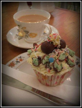 Pauline's Patch : Afternoon Cupcake & Tea - £2.80