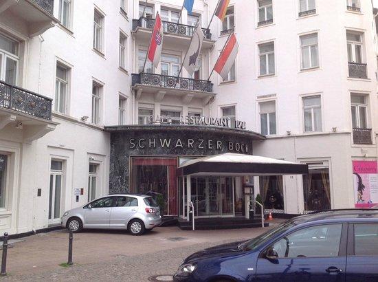 Radisson Blu Schwarzer Bock Hotel: Front of hotel
