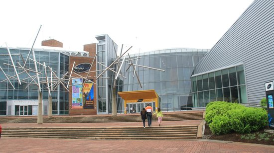 Maryland Science Center: Entrance to the Science Center