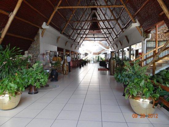 Travellers Beach Hotel & Club: Travellers Beach reception area