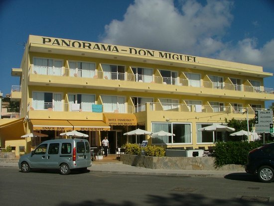 Hotel Panorama: The Front