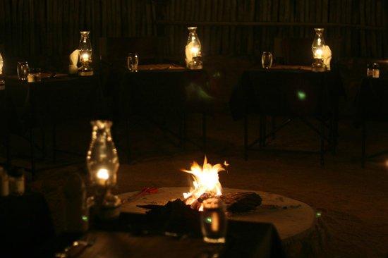 Toro Yaka Bush Lodge: Dinner in the boma