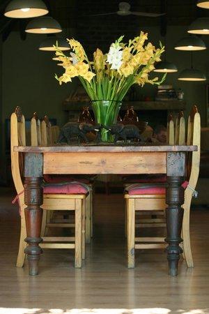 Toro Yaka Bush Lodge: Welcoming flowers