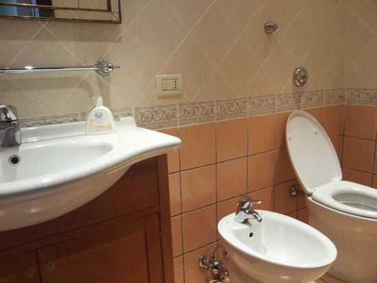 Alle Fondamente Nuove: comfortable sized bathroom