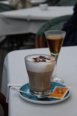 Pulcinella: Koffie met grappa