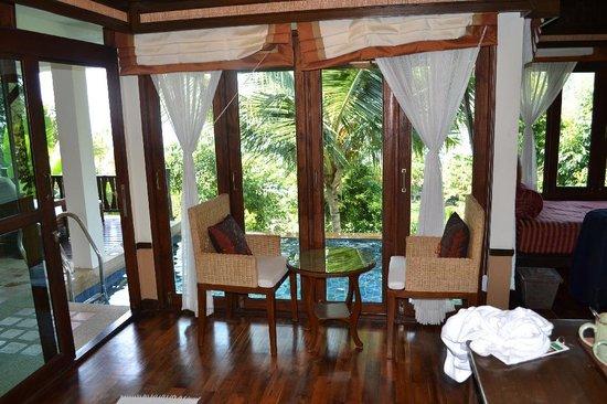 Salad Buri Resort & Spa: Living