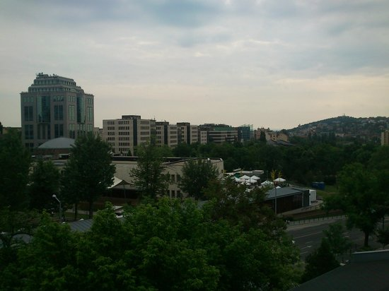 Jagello Business Hotel: View from room 1 - MOM park