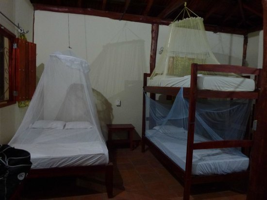 Casa Maderas Ecolodge: Our room (plus another set of bunk beds)