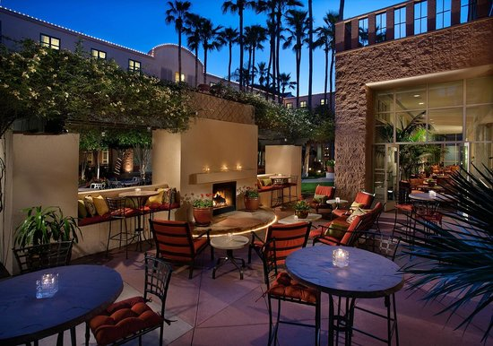 Tempe Mission Palms Hotel and Conference Center: Harry's Place Patio