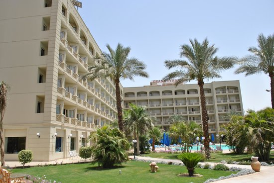 Grand Pyramids Hotel: swimming pool