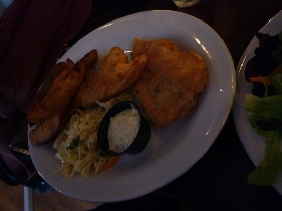 FloatHouse Patio & Grill: Fish and chips