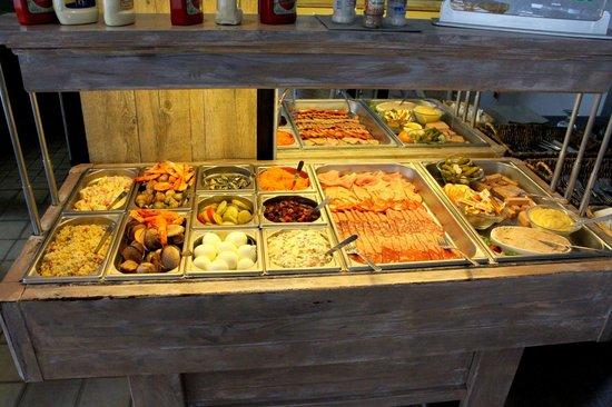 Le Re-Galet : buffet des entrées copieux et varié, fruits de mer bien sûr!