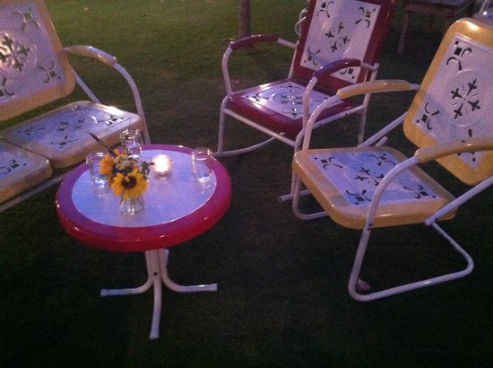 Flora's Field Kitchen : patio furniture for lounging as you wait for your table, fresh flowers from the farm in mason ja