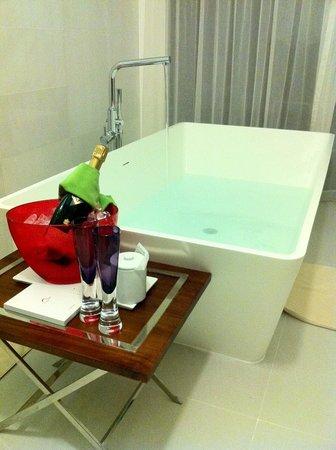 PER AQUUM Niyama Maldives: bath and bubbles