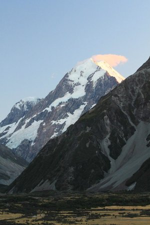 The Hermitage Hotel: Mt. Cook at sunrise