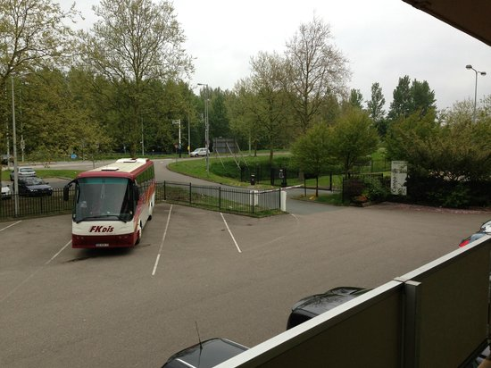 Campanile Amsterdam: Parking lot from the room