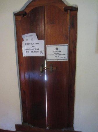 Danasari Accomodation : Door, from inside