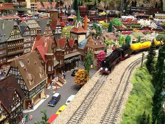 Osoyoos Desert Model Railroad: Shell train going by the Farmers Market