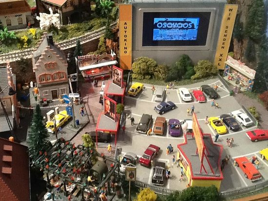Osoyoos Desert Model Railroad: Drive in Theater