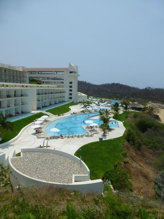 Secrets Huatulco Resort & Spa: More pool pictures