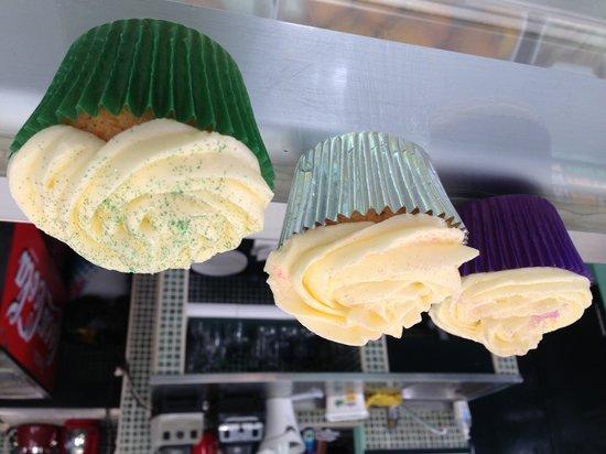 Ibiza Club Sandwich: Glittery cupcakes