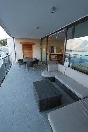 The Rees Hotel & Luxury Apartments: Balcony