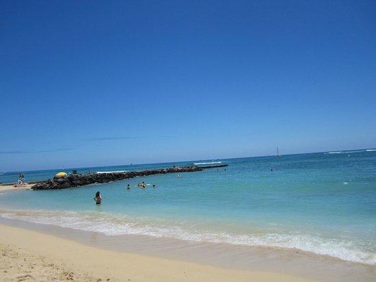 OHANA Waikiki East Hotel: Waikiki beach