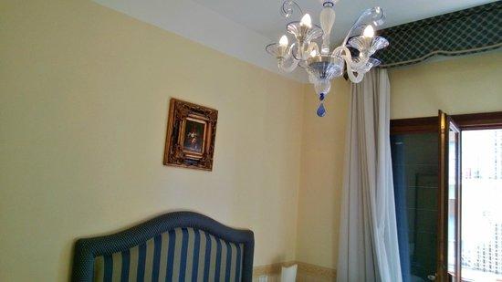 Villa Edera Hotel: lampadario elegante