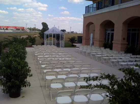 Chateau Elan Hotel & Conference Center: Outdoor Service
